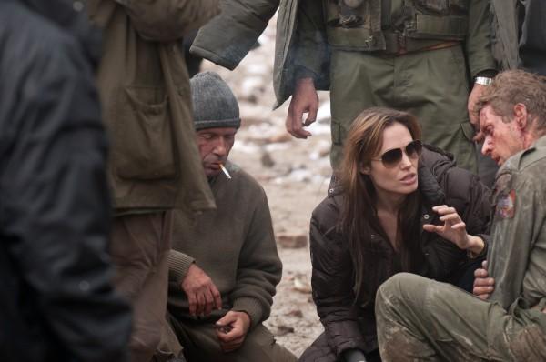 Angelina Jolie đang chỉ đạo các diễn viên