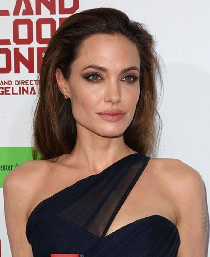 Angelina Jolie trong buổi ra mắt 'In the Land of Blood and Honey tại