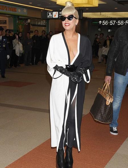 Lady Gaga lưu lại Nhật Bản gần một tuần.