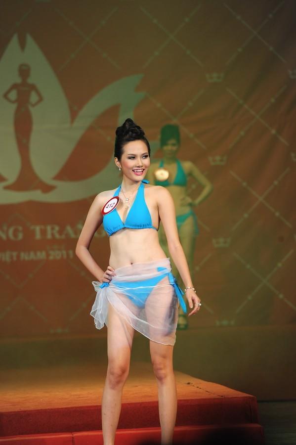 Người đẹp Diệu Linh cũng bị loại vào phút chót khi bị phát hiện từng phẫu thuật thẩm mỹ ngực.