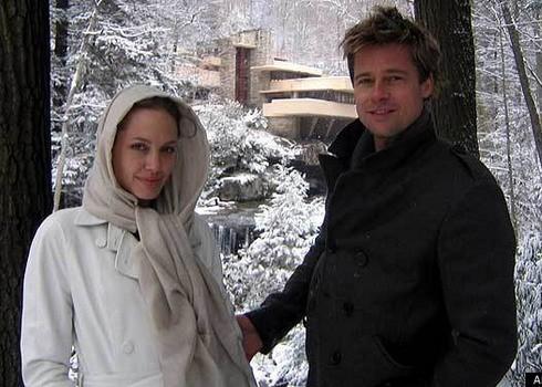 Năm 2006, Angelina và Brad từng tới thăm ngôi nhà nổi tiếng Fallingwater của kiến trúc sư Frank Lloyd Wright. Ảnh: AP.